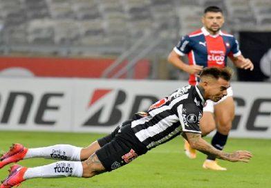 Eduardo Vargas cerró la goleada de Atlético Mineiro. Revisa el gol en Radio AzulChile